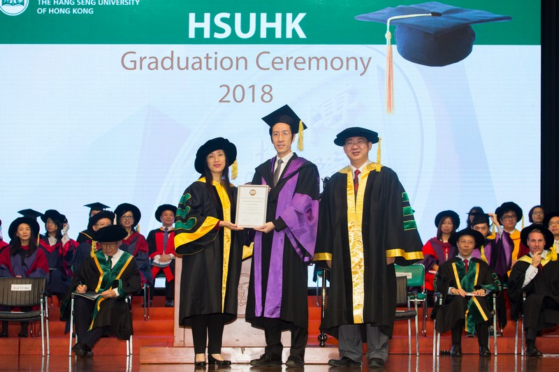 2017-18 HSUHK Teaching Excellence Award recipient Dr Felix Tang from the Department of Marketing (middle)