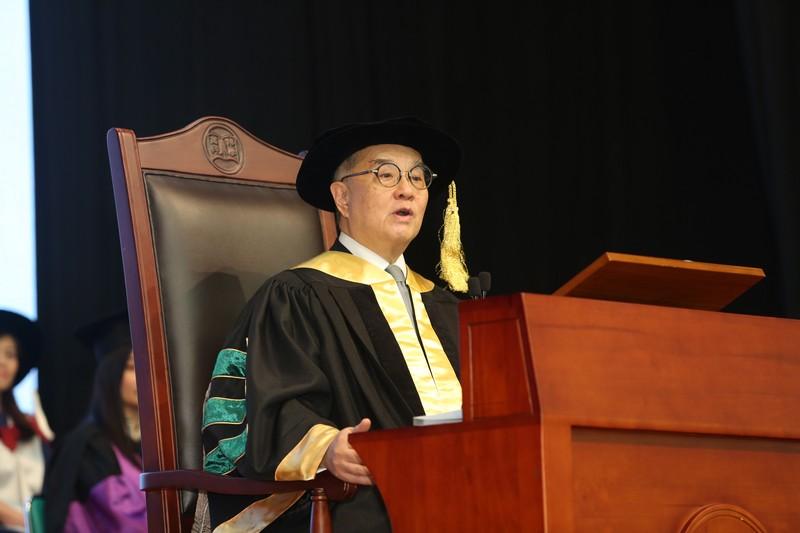 校務委員會主席鄭慕智博士擔任畢業典禮主禮嘉賓。