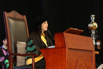 Ms Louisa Cheang, Chairman of the Board of Governors, officiated at the morning sessions of the Ceremony.