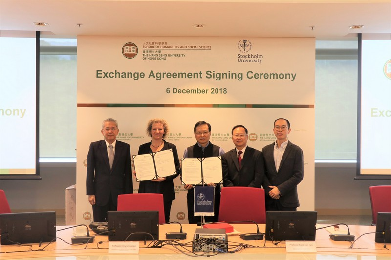 Professor Kwok-Kan Tam and Professor Irmy Schweiger signed the exchange agreement.