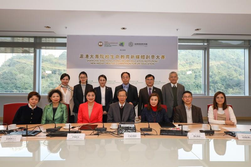 香港恒生大學代表及福壽園國際集團代表在啟動禮上合照。