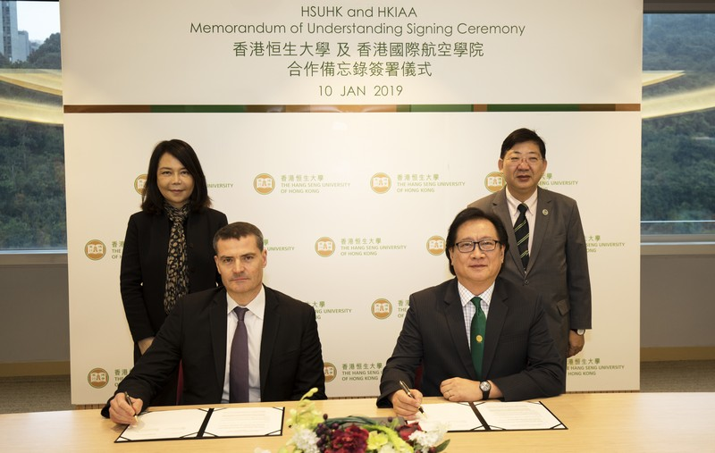 The MOU was signed by Professor Lawrence Leung, Dean of the School of Decision Sciences, HSUHK (front row, right) and Mr Richard Skinner, Dean of the Academy (front row, left), and was witnessed by President Simon Ho of HSUHK (back row, right) and Mrs Vivian Cheung, President of the Academy, (back row, left) ensuring/broadening the joint collaboration in training manpower for the aviation industry.