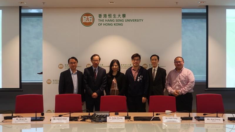 香港恒生大學卓越教學獎2017/18學年得獎者與副校長(學術及研究)許溢宏教授(左二)、教與學發展中心主任鄭家明博士(左一) 及陳永浩博士(右一)合照。