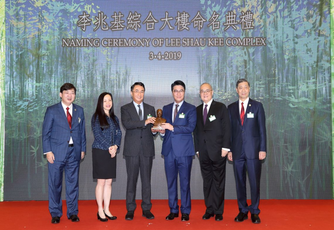 Ms Louisa Cheang, Chairman of HSUHK Board of Governors (2nd from left); Dr Moses Cheng, HSUHK Council Chairman (2nd from right); Dr Patrick Poon, Chairman of HSUHK Fundraising and Donation Committee and Foundation Management Committee (1st from right); and President Simon Ho (1st from left) presented a souvenir to Dr Peter Lee, Vice Chairman of the Henderson Land Group (3th from left) and Mr Martin Lee, Vice Chairman of the Henderson Land Group (3rd from right).