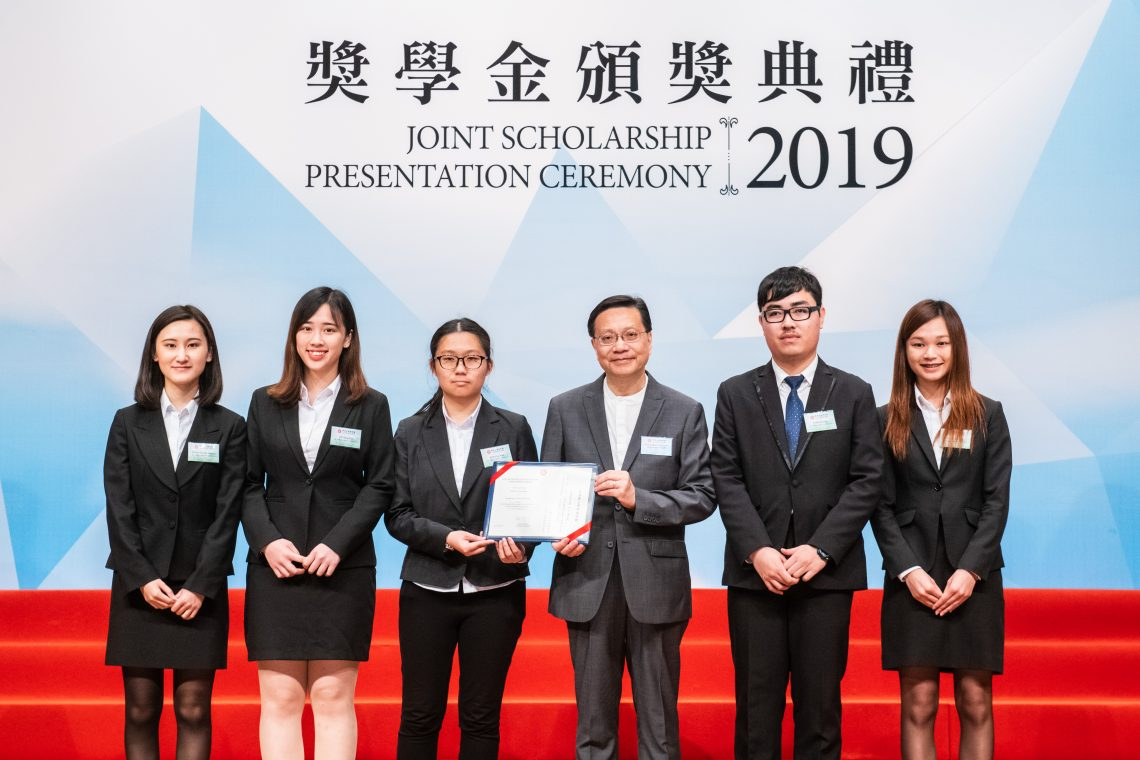HSUHK awardee representatives with Professor Anthony Cheung Bing-leung, GBS, JP, Chairman of Committee on Self-financing Post-secondary Education (3rd from right).