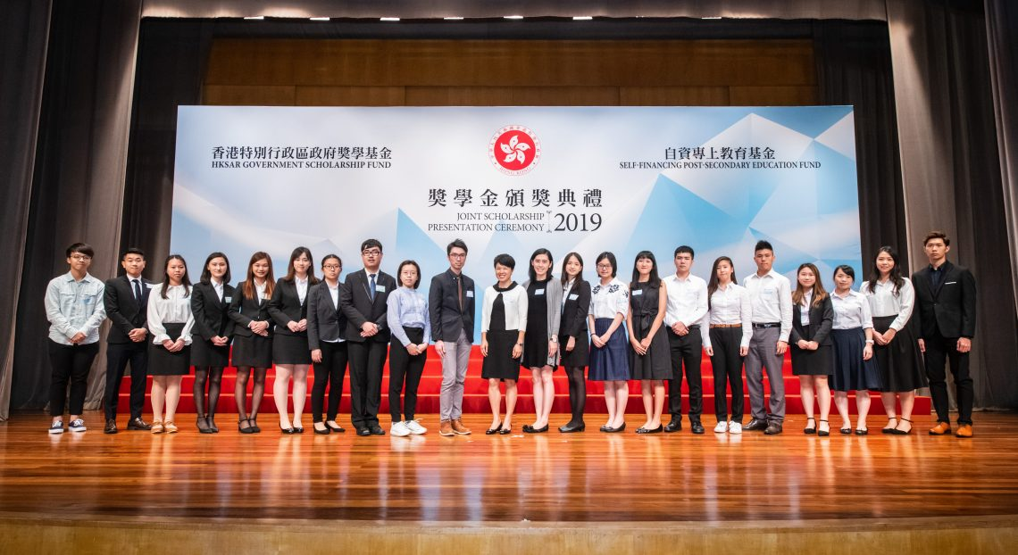 A group photo of Ms Esther Lee (11th from left), Ms Jessie Wong (11th from right) and Mr Matthew Wong (10th from left) with all HSUHK awardee representatives.