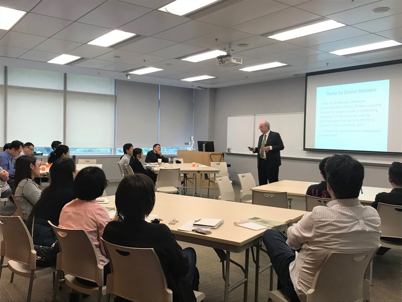 Mr James Chang, Chairman of Working Group on HSUHK G20 Simulation 2019, and Dr Glenn Shive, Executive Director of Hong Kong-America Center, conducted the Briefing for Faculty Advisers.