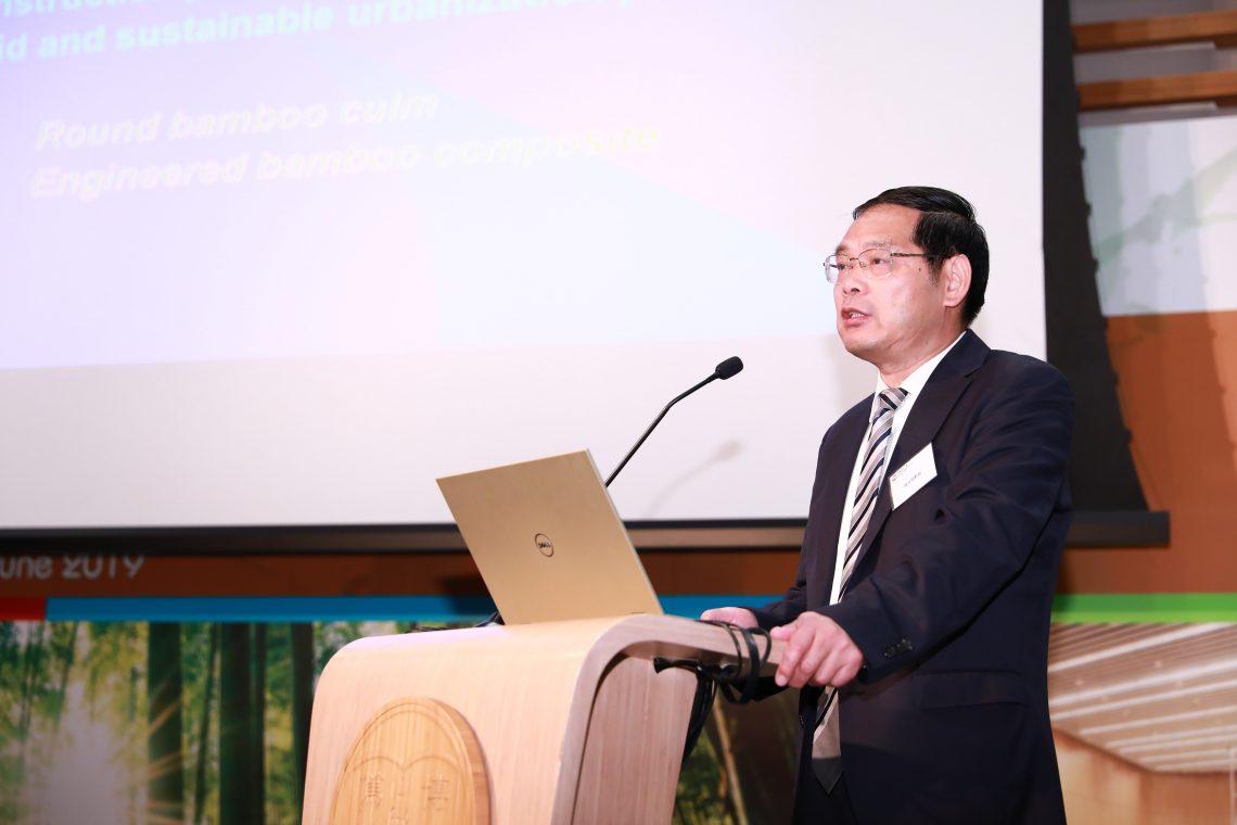 國際竹藤組織副總幹事陸文明在會上探討全球竹建築產業發展的機遇和挑戰。