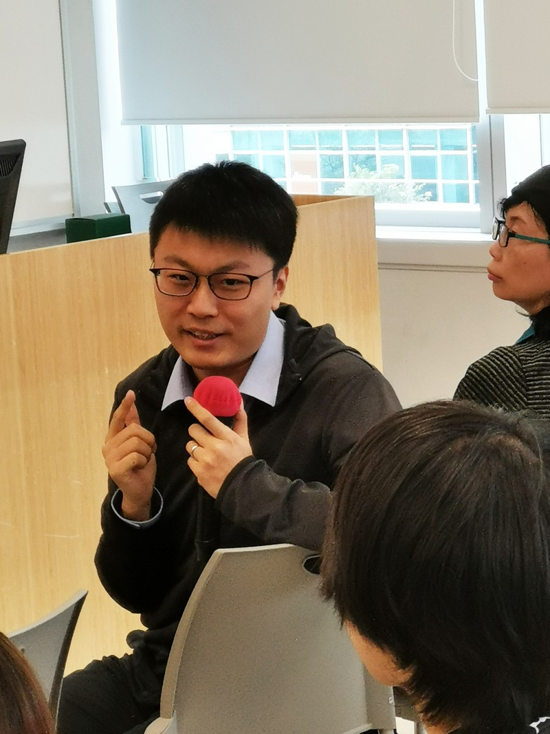 Dr Kevin Zeng shared his ideas on S-L projects and his experience of integrating S-L projects in his classes