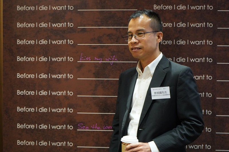 Mr Tsang Chin Kwok, Executive Director of the Samaritan Befrienders Hong Kong, wrote on the board the last thing he wanted to do before his death.