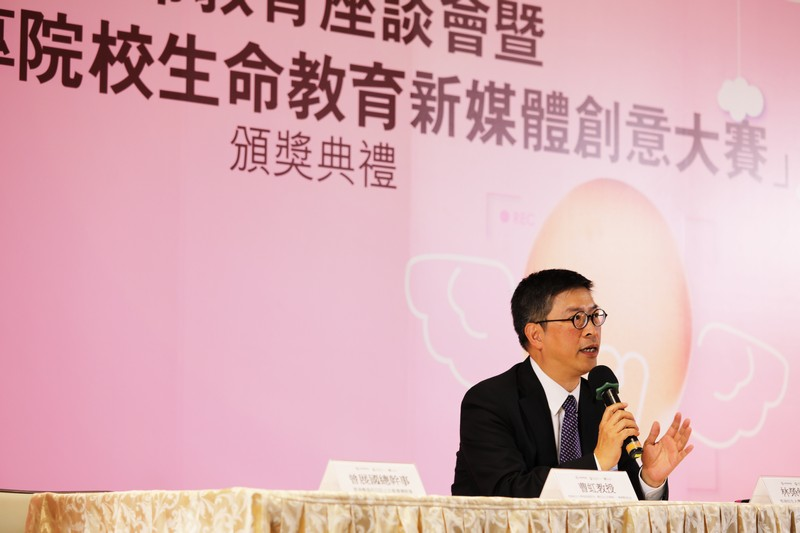 Dr Anselm Lam, Assistant Professor of the Department of Social Science of HSUHK, hosted the Life Education Forum.