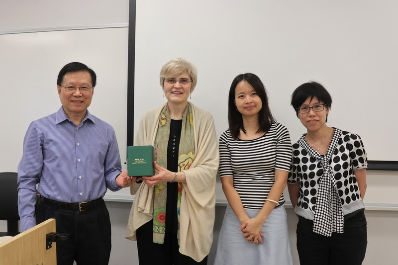 Professor Kwok-kan Tam, Dean of SHSS; Dr Nga-li Lam (2nd from right) and Dr Mei-ah Tan (1st from right) presented a souvenir to Professor Monika Gaenssbauer (2nd from left).