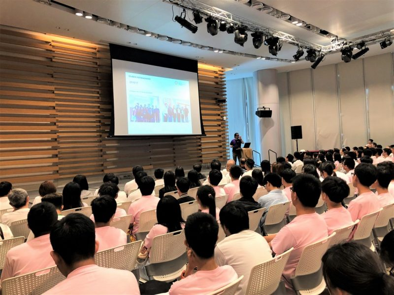 Professor Lawrence Leung, Dean of the School of Decision Sciences, welcomed the freshmen and gave an overview of the School and its activities