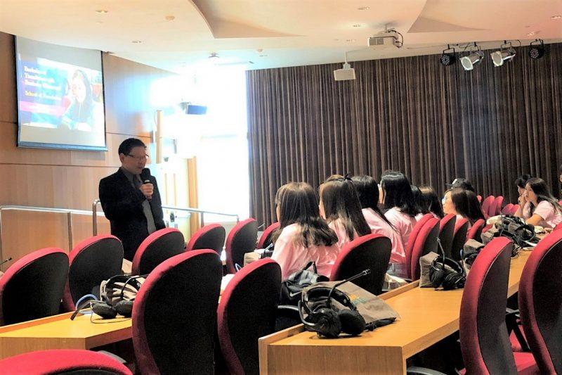 Professor Gilbert Fong, Dean of the School of Translation, welcomed the freshmen.