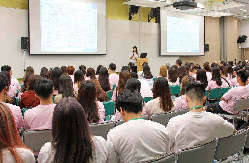 Professor Scarlet Tso, Dean of School of Communication, welcomed the freshmen to join the big family of SCOM.