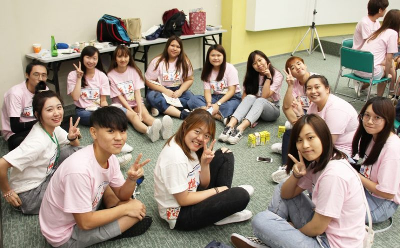 Freshmen and Campus Life Mentors of the School of Communication were enjoying a group sharing