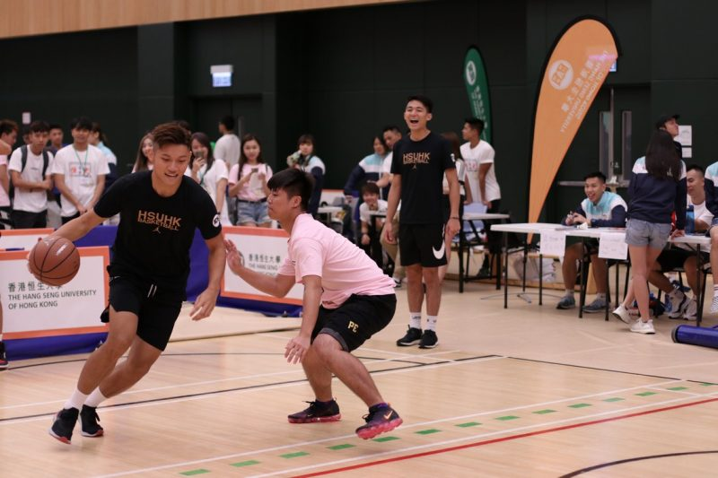 Tour to the Lee Shau Kee Complex which introduced Sports Teams to freshmen
