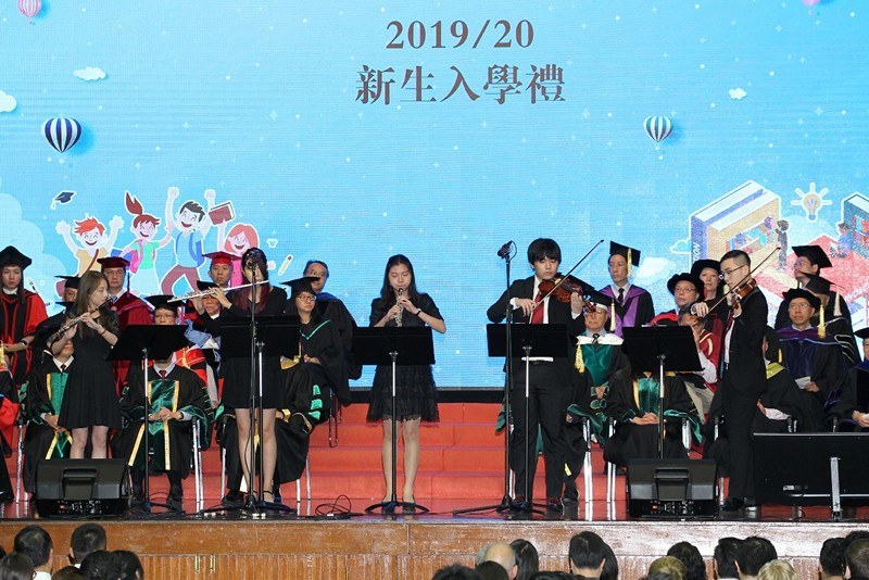 恒大小交響樂團成員於典禮中表演