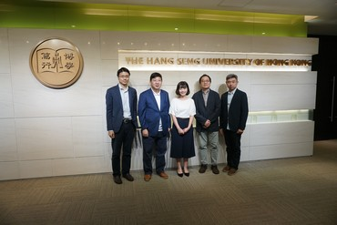 Group photo of Jessie Poon (middle) with President Simon S M Ho (2nd from left) and representatives of the School of Decision Sciences