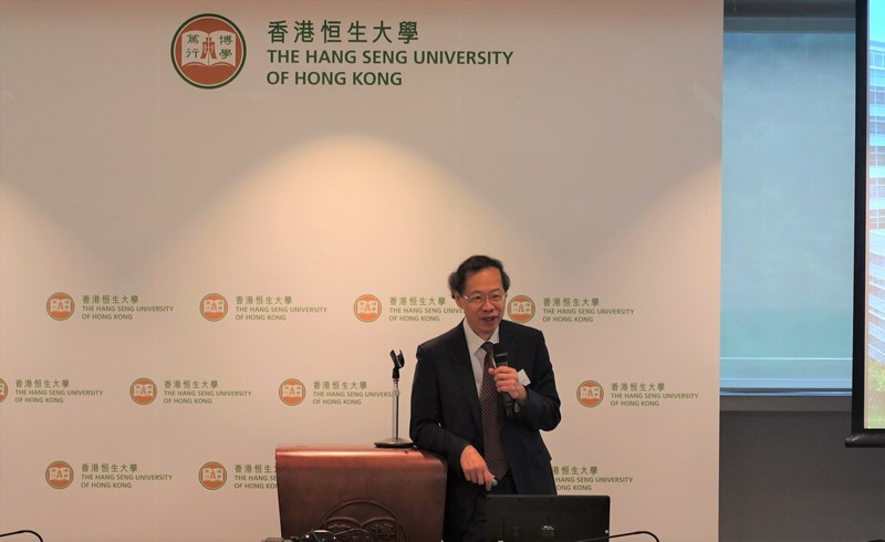 """Professor Y V Hui introduced teaching and learning at HSUHK, funding and support for teaching and research, and contributions to HSUHK in the """"Sharing on Teaching, Research and Student Learning at HSUHK"""" session."""