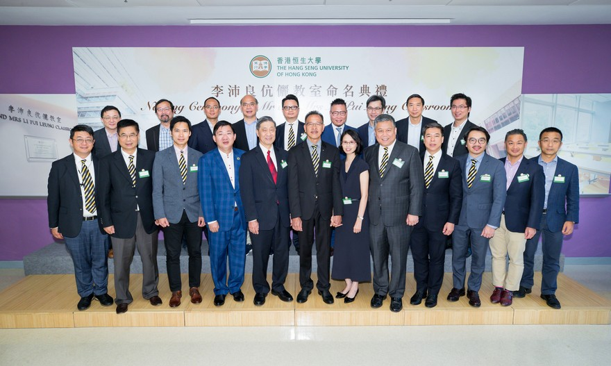 Group photo of the officiating guests and representatives of Hong Kong Young Industrialists Council