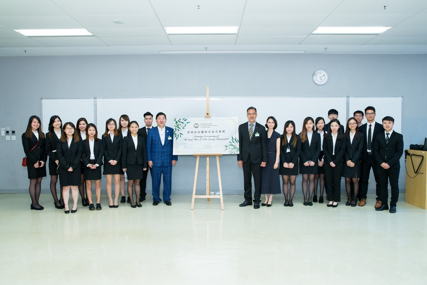 Group photos of Mr and Mrs Li Pui Leung and students