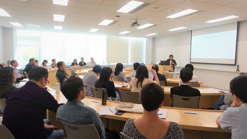 講座吸引了超過25位來自不同部門和單位的同事參加