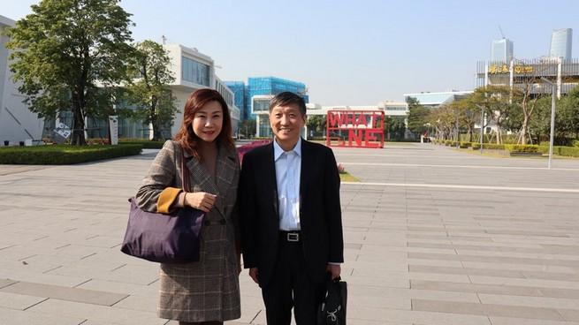 Professor Scarlet Tso, Dean of SCOM, HSUHK (left) and Professor Huang Hu, Fudan University