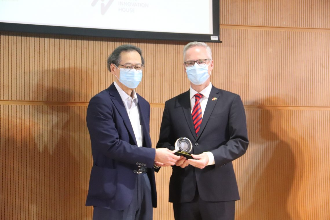 Professor Y V Hui, Vice-President (Academic and Research) (left), presents souvenirs to the speakers.