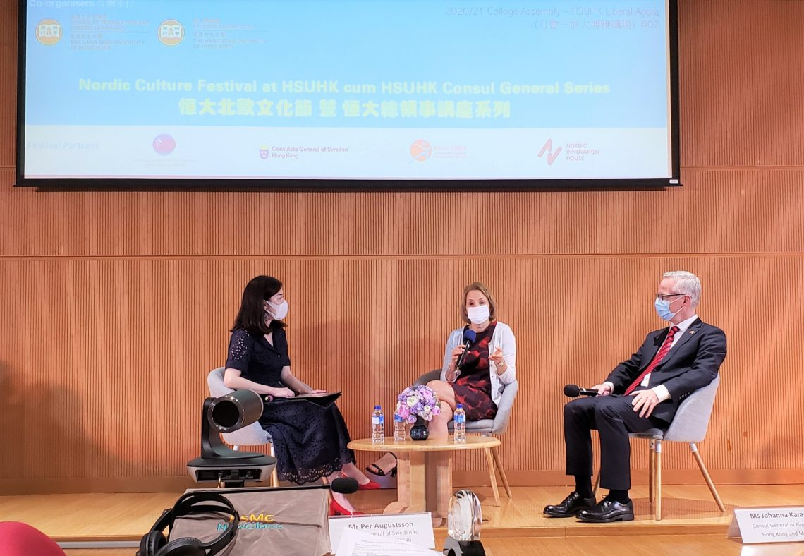 Dr Shelby Chan (1st from left), Associate Dean of the School of Translation and Foreign Languages, acts as the moderator of the Q&A session.