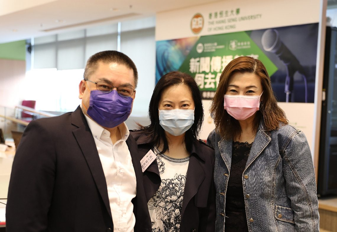 Ms Sau-wan Cheung, Chairperson of Hong Kong News Executives' Association (middle); Professor Scarlet Tso, Dean of the School of Communication (right); and Mr Sin-yung Wong, Manager of Communications and Public Affairs Office (left) takes a group photo.