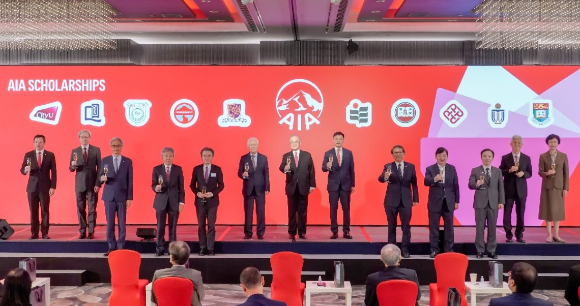 President Simon Ho (4th from right) gives a toast with Dr Moses Cheng (7th from right), AIA representatives, and presidents and representatives of other partnering universities during the ceremony.