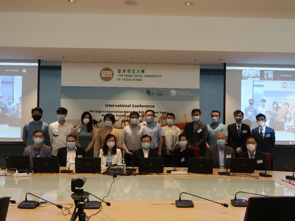 On-site participants and some of the participating scholars take a group photo.