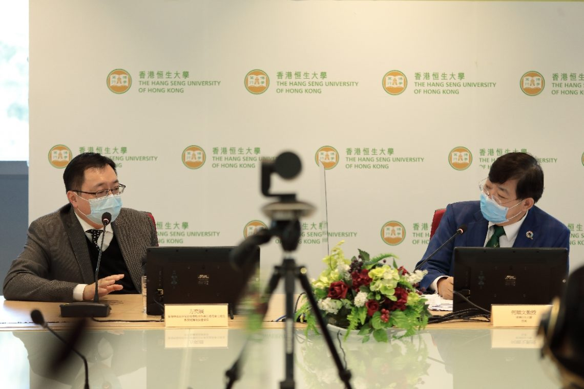 Professor Simon Ho Shun-man (right) and Mr Eugene Fong Yick-jin share their views on sustainable development.
