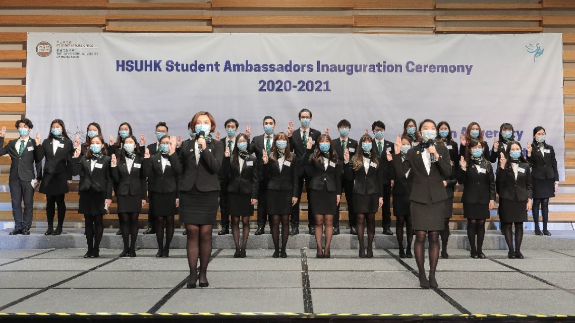 Student Ambassadors take the oath witnessed by Dr Tom Fong.