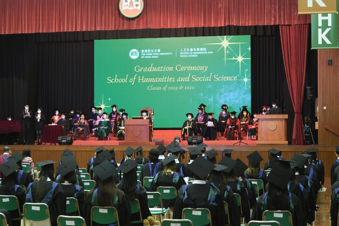 The valedictorian of the School of Humanities and Social Science gives thanks to the support given by the School.